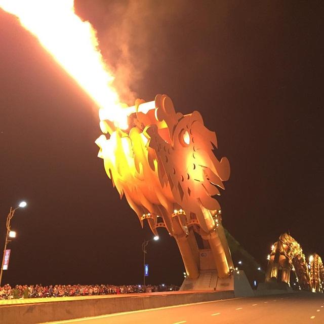 cầu rồng phun lửa đà nẵng