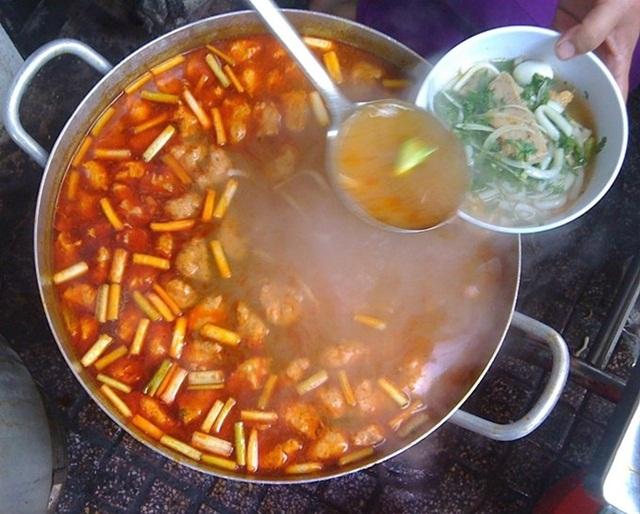 Chợ Cồn được coi là thiên đường ăn vặt ở Đà Nẵng