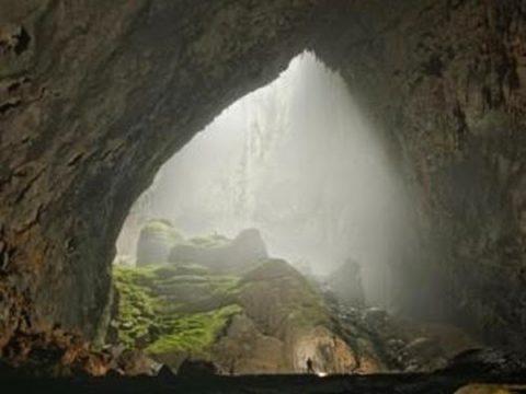 Vẻ đẹp góc cạnh của hang Nậm Pạu Hà Giang