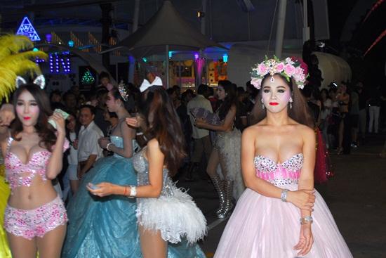 Show alcazar cabaret ở pattaya Thái Lan có gì đặc sắc
