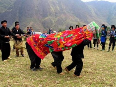 Lễ hội trùm chăn của người Hà Nhì Lào Cai