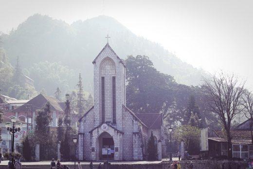 Di lịch Sapa dành cho dân FA khám phá nhà thờ đá Sapa