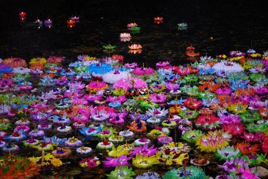 Tham gia lễ hội hoa đăng Yi Peng và Loy Krathong tuyệt đẹp ở Chiang Mai