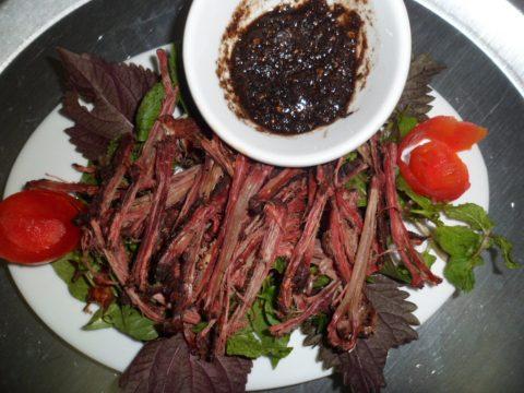 Thưởng thức thịt trâu gác bếp Mộc Châu